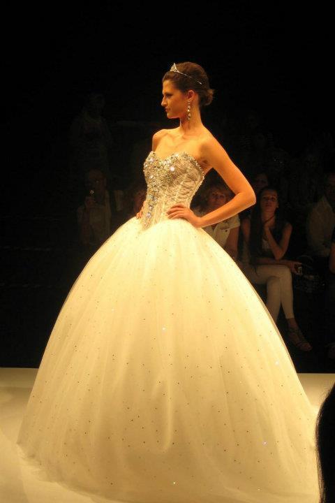 wedding-dresses-Bridal-Bouquets-ideas-rings-happy-love-romantic-03