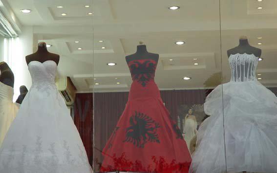 wedding-dresses-Bridal-Bouquets-ideas-rings-happy-love-romantic-19