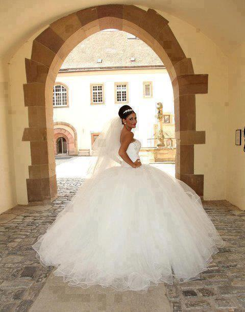 wedding-dresses-Bridal-Bouquets-ideas-rings-happy-love-romantic-25