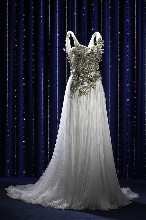 wedding-dresses-Bridal-Bouquets-ideas-rings-happy-love-romantic-28
