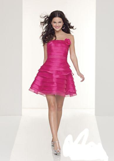 Ne ju ofrojmë disa modele fustanesh të shkurtër me ngjyra dhe ...