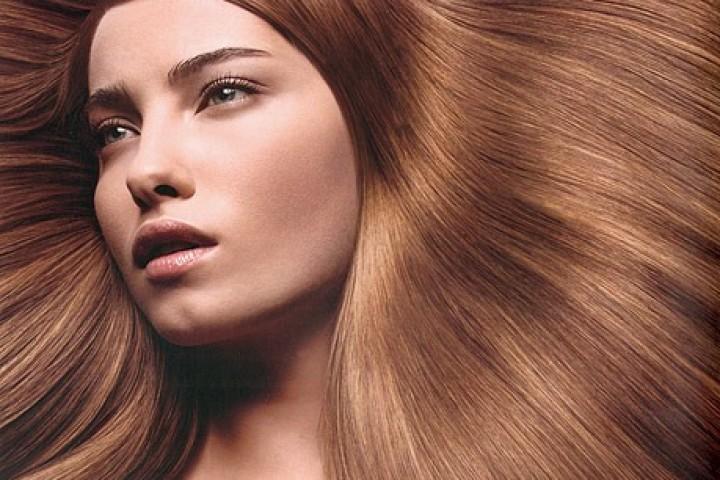 Dhjetë këshilla për flokë të shëndetshëm dhe me shkëlqim