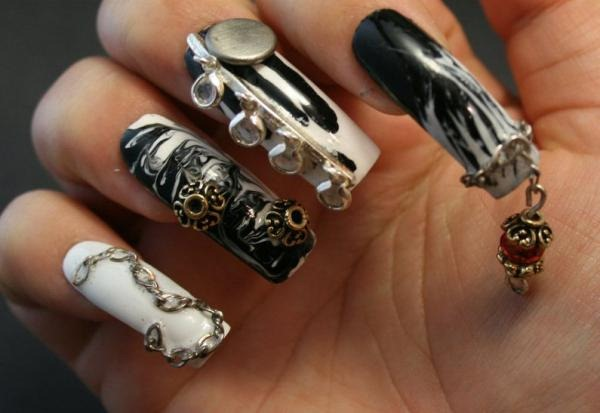 3d-nail-art-in-black-and-white