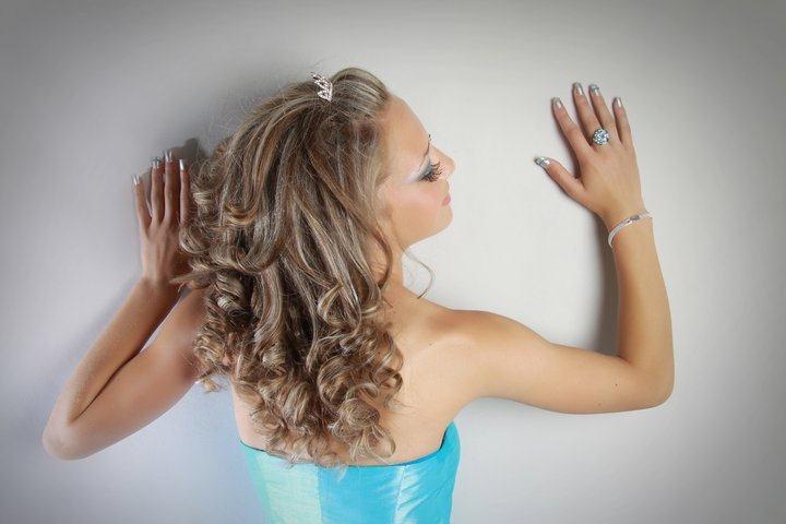 Për modele flokësh për nuse ndiq këtë artikull ose pjesën e 4