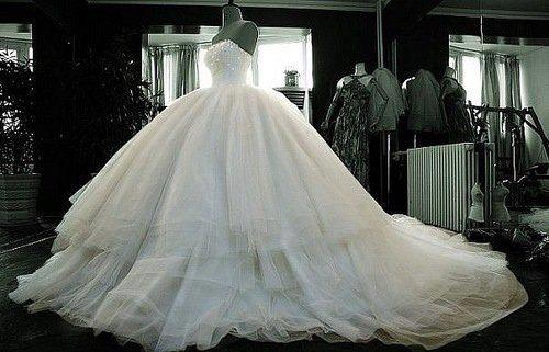 wedding-dresses-Bridal-Bouquets-ideas-rings-happy-love-romantic-24